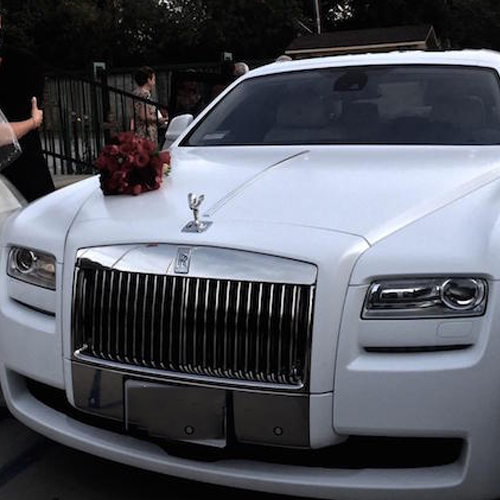picture of a white rolls-royce picking up a couple for a wedding event in Arlington Heights