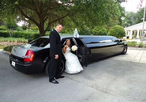 A photo of one of our chauffeurs pciking up a client in Schiller Park, IL