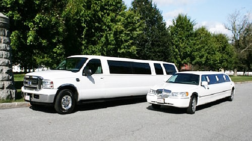 Picture of our chauffers picking up clients from a country club in Wayne, IL